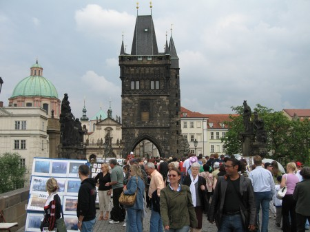 Auf der Prager Karlsbrücke