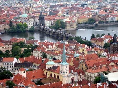 Blick vom Prager Dom auf die Karlsbrücke