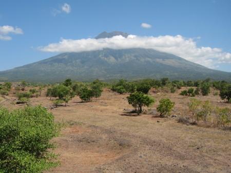 Der Mount Agung auf Bali von Tulamben (Osten) aus gesehen